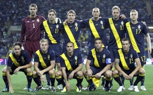Sweden-11-12-UMBRO-away-kit-navy-navy-navy-line up.JPG