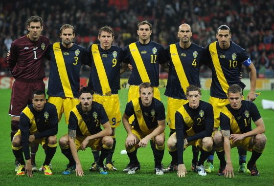 Sweden-11-12-UMBRO-away-kit-navy-yellow-navy-line-up.jpg