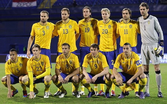 Sweden-12-13-UMBRO-home-kit-yellow-blue-yellow-line-up.jpg