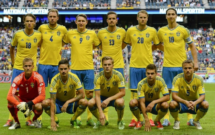Sweden-13-14-adidas-home-kit-yellow-blue-yellow-line-up.jpg