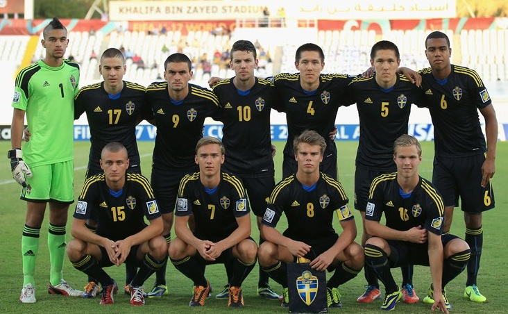 Sweden-13-adidas-away-kit-navy-navy-navy-line-up.jpg