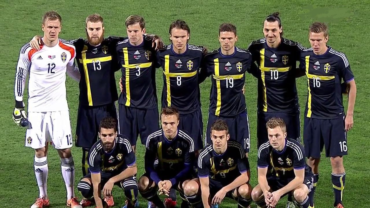 Sweden-14-15-adidas-away-kit-navy-navy-navy-group-photo.jpg