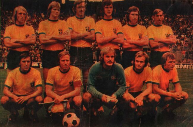 Sweden-1973-adidas-home-kit-yellow-blue-yellow-line-up.jpg