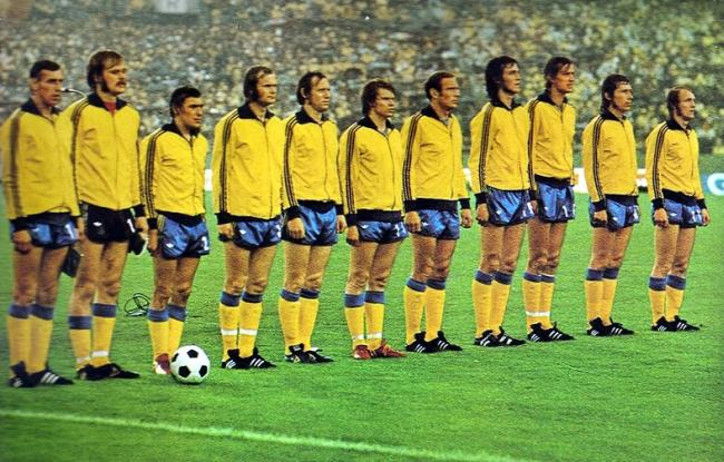 Sweden-1974-adidas-home-kit-yellow-blue-yellow-line.jpg