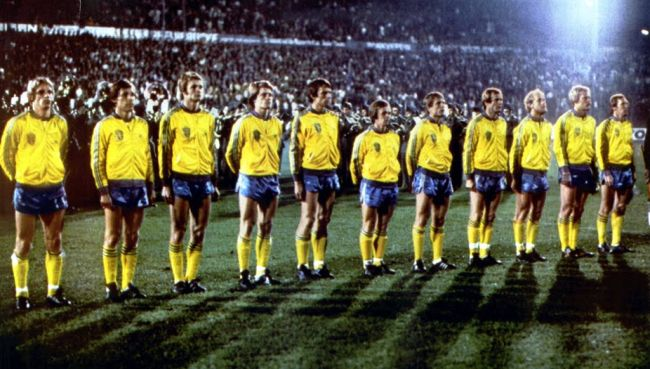 Sweden-1978-adidas-home-kit-yellow-blue-yellow-line.jpg