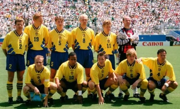 Sweden-1994-adidas-home-kit-yellow-blue-yellow-line-up.jpg