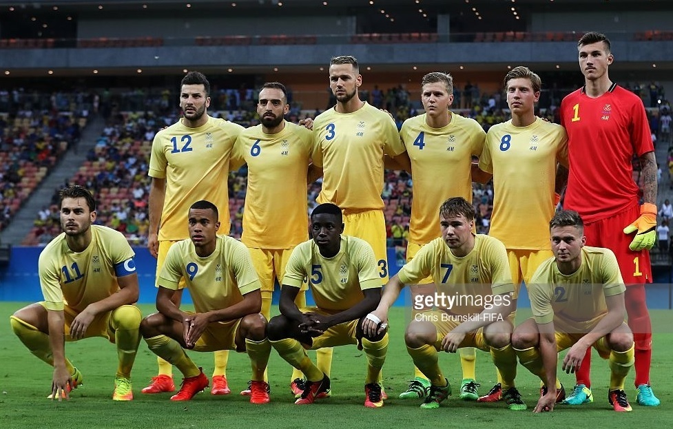 Sweden-2016-H&M-home-kit-yellow-yellow-yellow-line-up.jpg