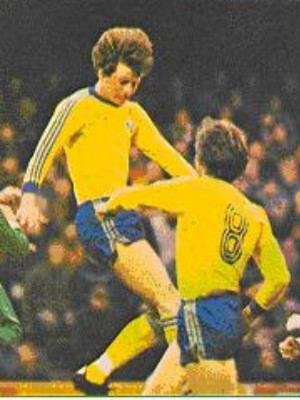 Sweden-78-adidas-home-kit-yellow-blue-yellow.jpg