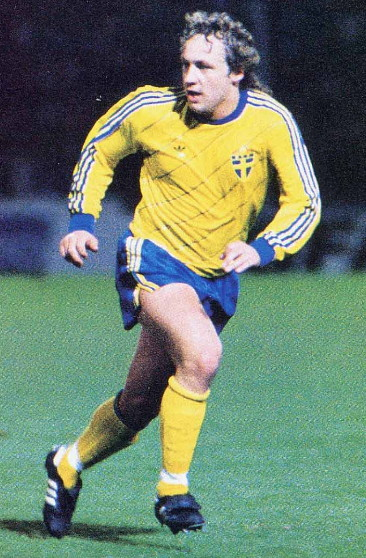 Sweden-85-adidas-home-kit-yellow-blue-yellow.jpg