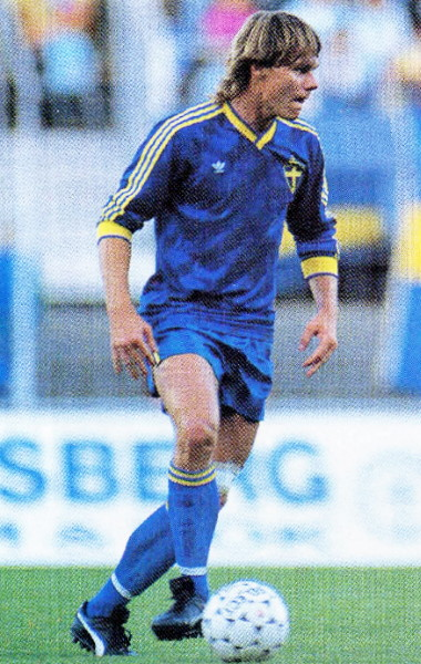 Sweden-89-90-adidas-away-kit-blue-blue-blue.jpg