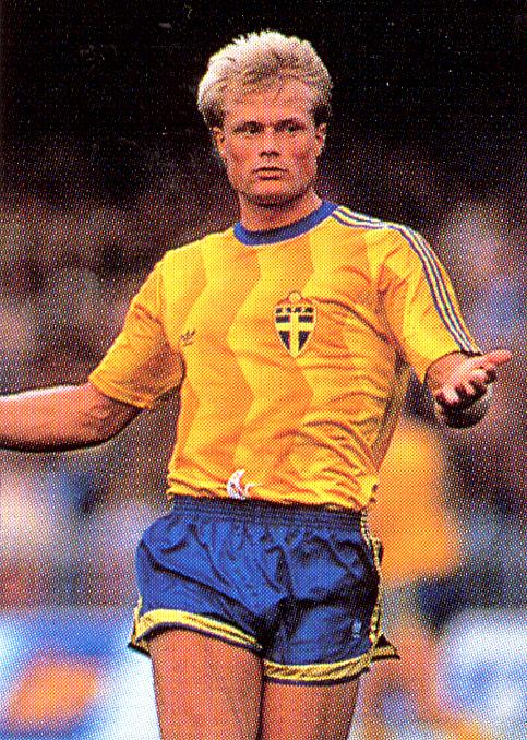 Sweden-89-90-adidas-home-kit-yellow-blue-yellow.jpg