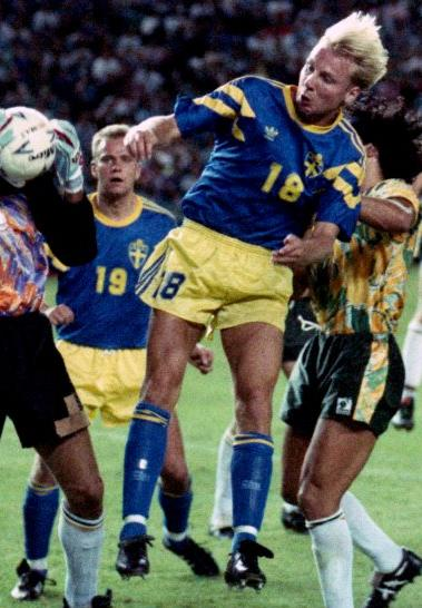 Sweden-91-92-adidas-away-kit-blue-yellow-blue.JPG
