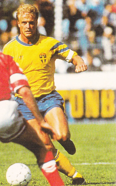 Sweden-91-adidas-home-kit-yellow-blue-yellow.jpg
