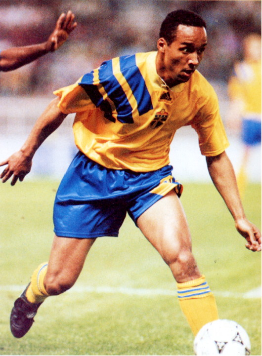 Sweden-92-93-adidas-home-kit-yellow-blue-yellow.jpg