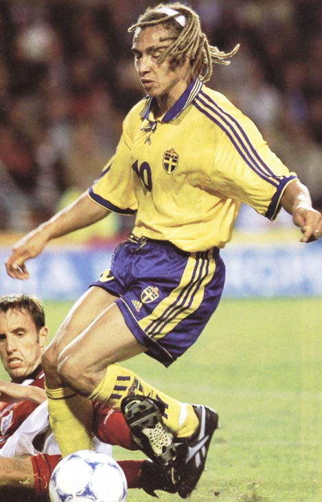 Sweden-98-99-adidas-home-kit-yellow-blue-yellow.jpg