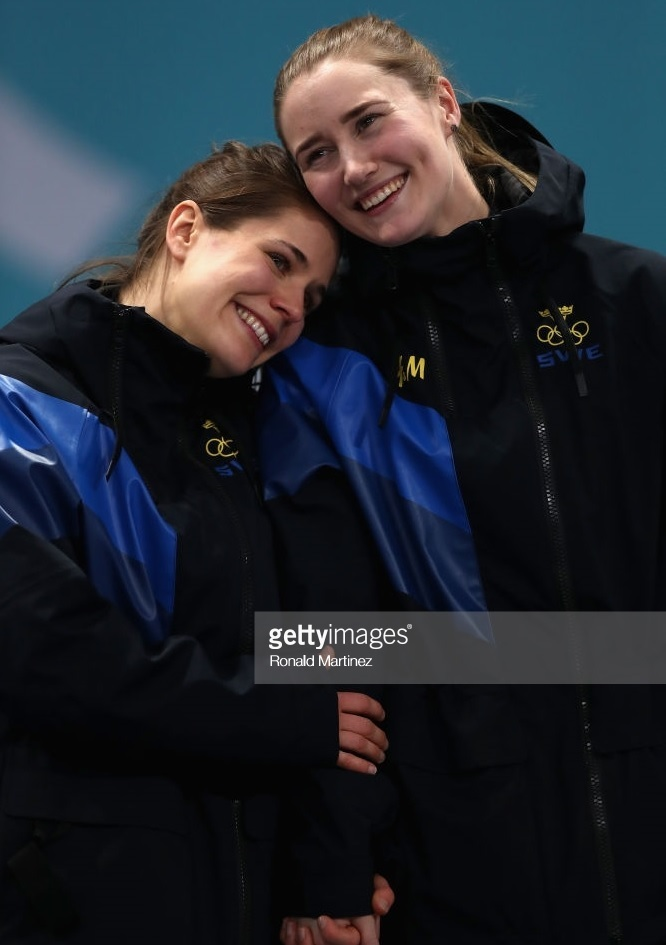 Sweden-H&M-women-curling.jpg