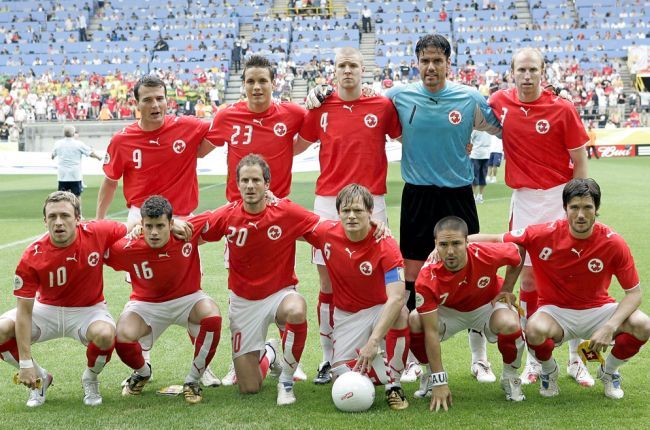 Switzerland-06-07-PUMA-home-kit-red-white-red-group-photo.jpg