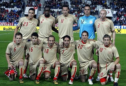 Switzerland-06-07-PUMA-third-kit-gold-gold-gold-group-photo.jpg