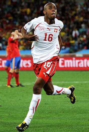 Switzerland-10-PUMA-WorldCup-away-kit-white-red-white.jpg