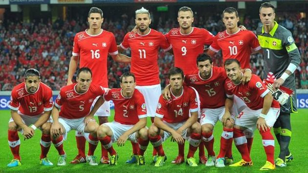 Switzerland-12-13-PUMA-home-kit-red-white-red-group-photo.jpg