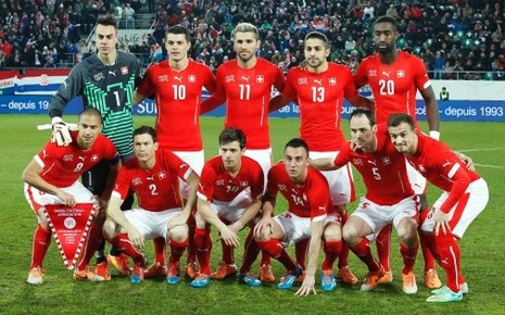 Switzerland-14-15-PUMA-home-kit-red-white-red-group-photo.jpg