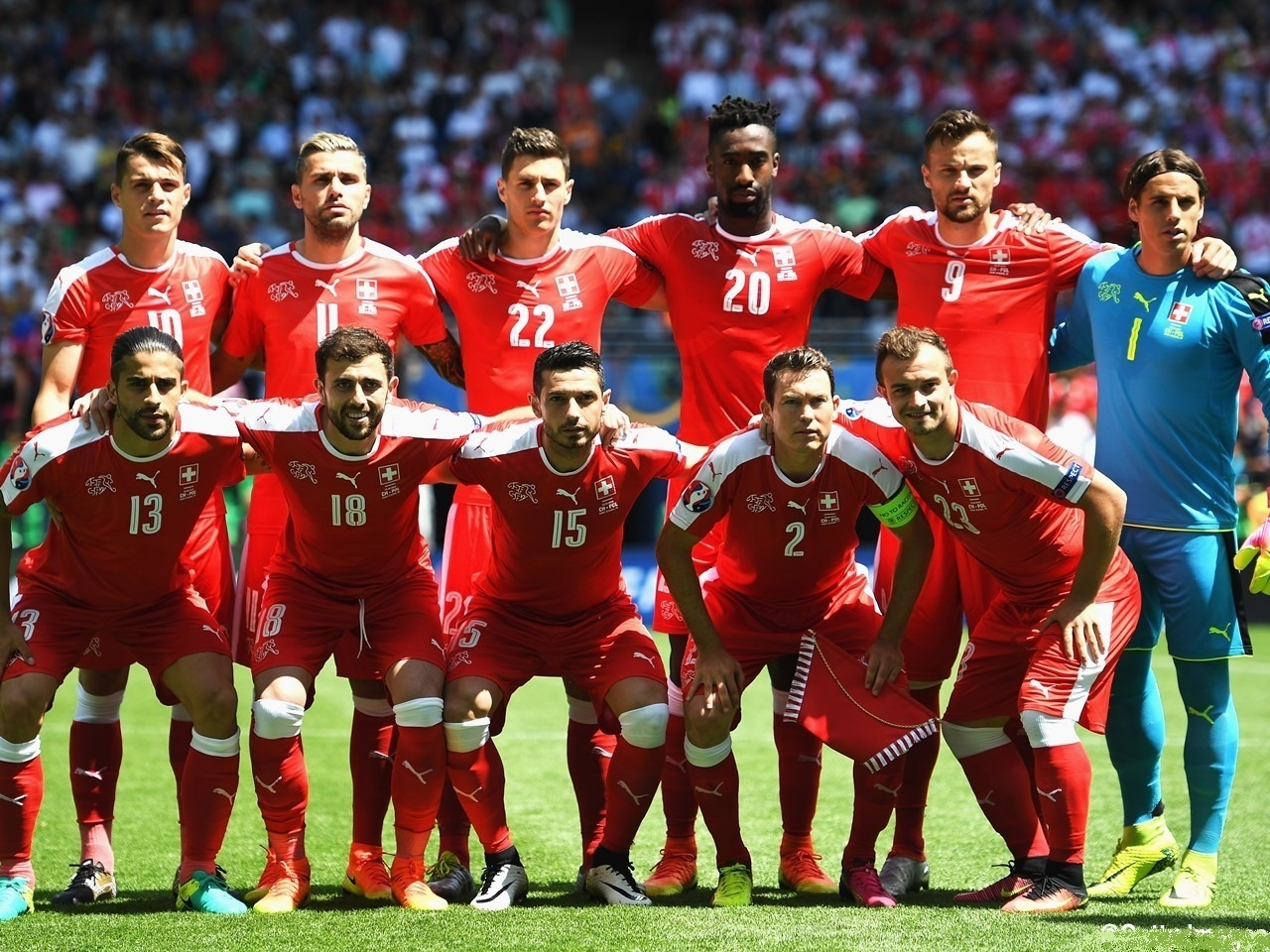 Switzerland-2016-PUMA-home-kit-red-red-red-line-up.jpg