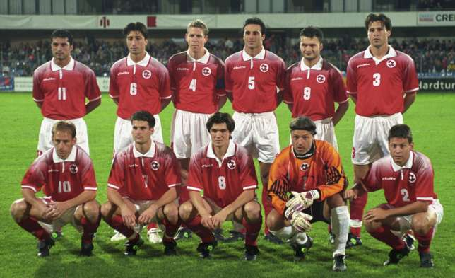 Switzerland-96-97-lotto-home-kit-red-white-red-group-photo.jpg