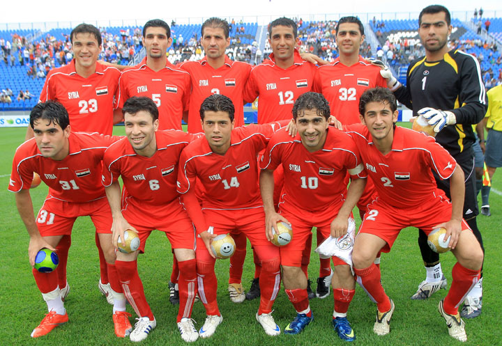 Syria-09-DIADORA-home-kit-red-red-red-pose.jpg