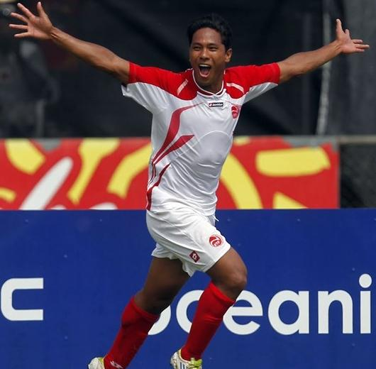 Tahiti-12-lotto-home-kit-white-white-red.JPG
