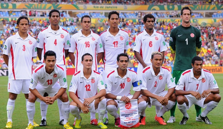 Tahiti-13-NIKE-away-kit-white-white-white-line-up.jpg