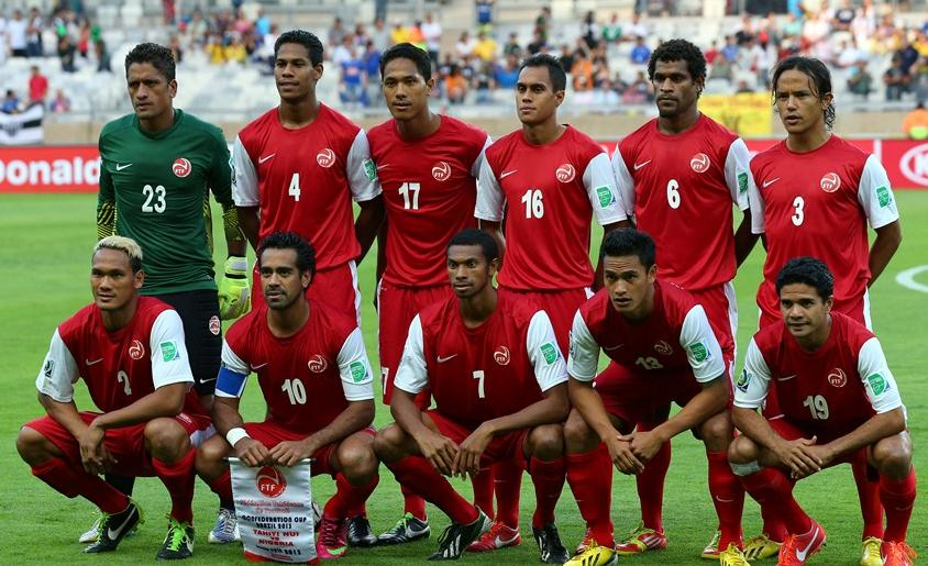 Tahiti-13-NIKE-home-kit-red-red-red-line-up.JPG