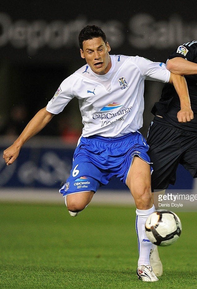 Tenerife-2009-10-PUMA-home-kit.jpg