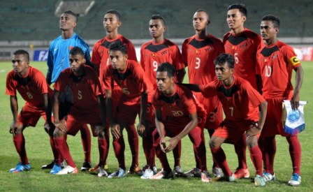 Timor-Leste-2013-no-name-home-kit-red-red-red-line-up.jpg