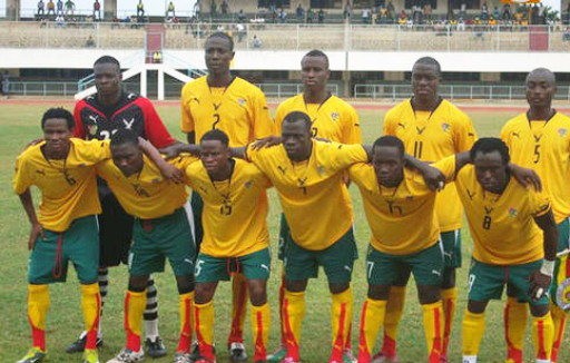 Togo-07-PUMA-home-kit-yellow-green-yellow-line-up.jpg