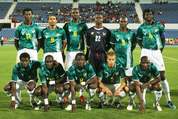 Togo-08-09-PUMA-away-kit-green-white-white-line-up.jpg