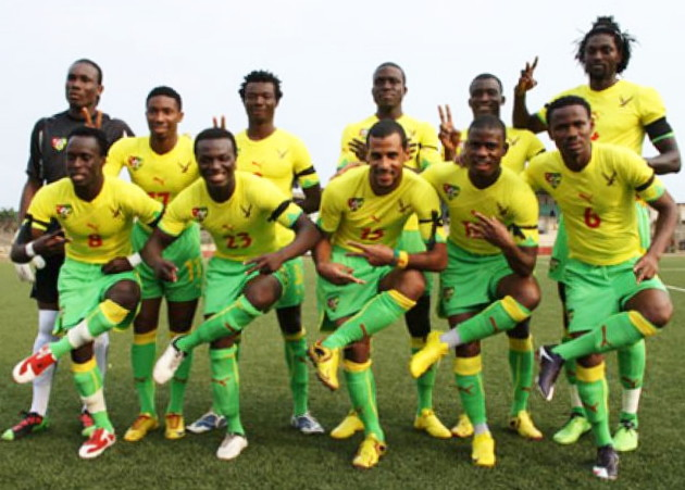 Togo-10-11-PUMA-home-kit-yellow-green-green-line-up.jpg