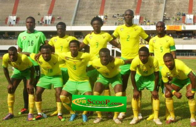 Togo-10-11-PUMA-home-kit-yellow-green-yellow-line-up.jpg