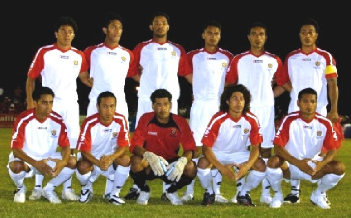 Tonga-07-lotto-away-kit-white-white-white-line-up.JPG