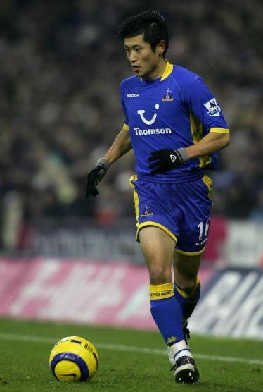 Tottenham-Hotspur-05-06-Kappa-second-kit-Lee-Young-pyo.jpg