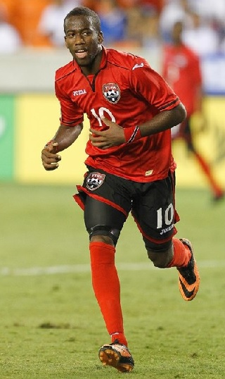 Trinidad-and-Tobago-2013-Joma-home-kit-red-black-red.jpg
