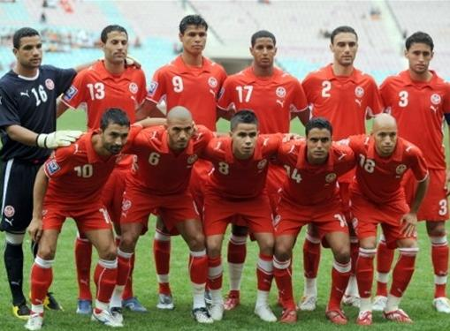 Tunisia-08-09-PUMA-away-uniform-red-red-red-pose.JPG