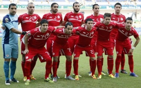 Tunisia-12-BURRDA-away-kit-red-red-red-line-up.jpg