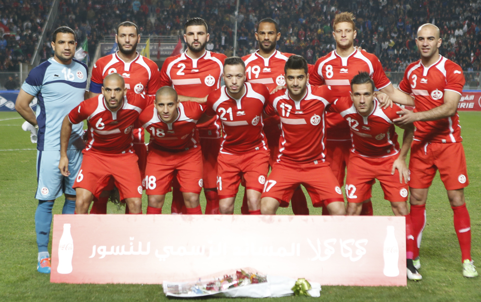 Tunisia-14-15-BURRDA-away-kit-red-red-red-line-up.jpg