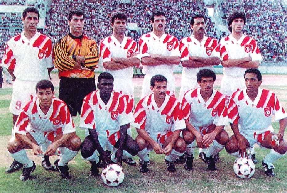Tunisia-1995-lotto-home-kit-white-white-white-line-up.JPG