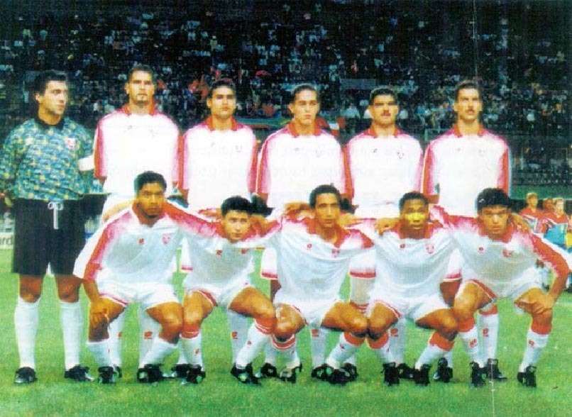 Tunisia-1996-lotto-nations-cup-home-kit-white-white-white-line-up.JPG