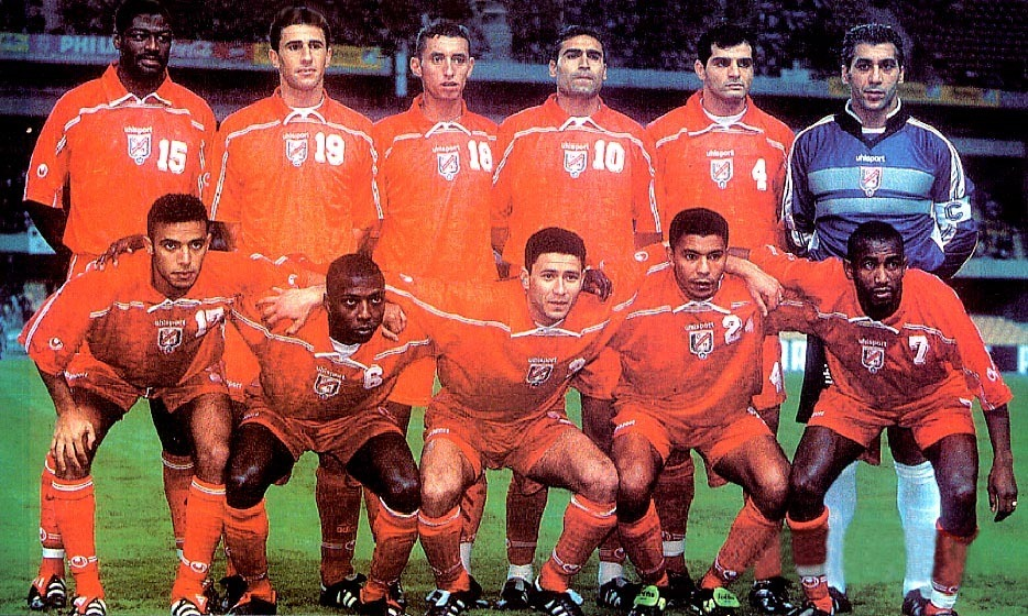 Tunisia-2001-uhlsport-away-kit-red-red-red-line-up.JPG