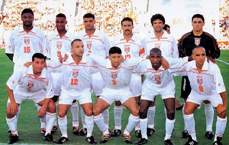Tunisia-2001-uhlsport-home-kit-white-white-white-line-up.JPG
