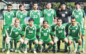 Turkmenistan-10-unknowen-home-kit-green-green-green-line-up.jpg