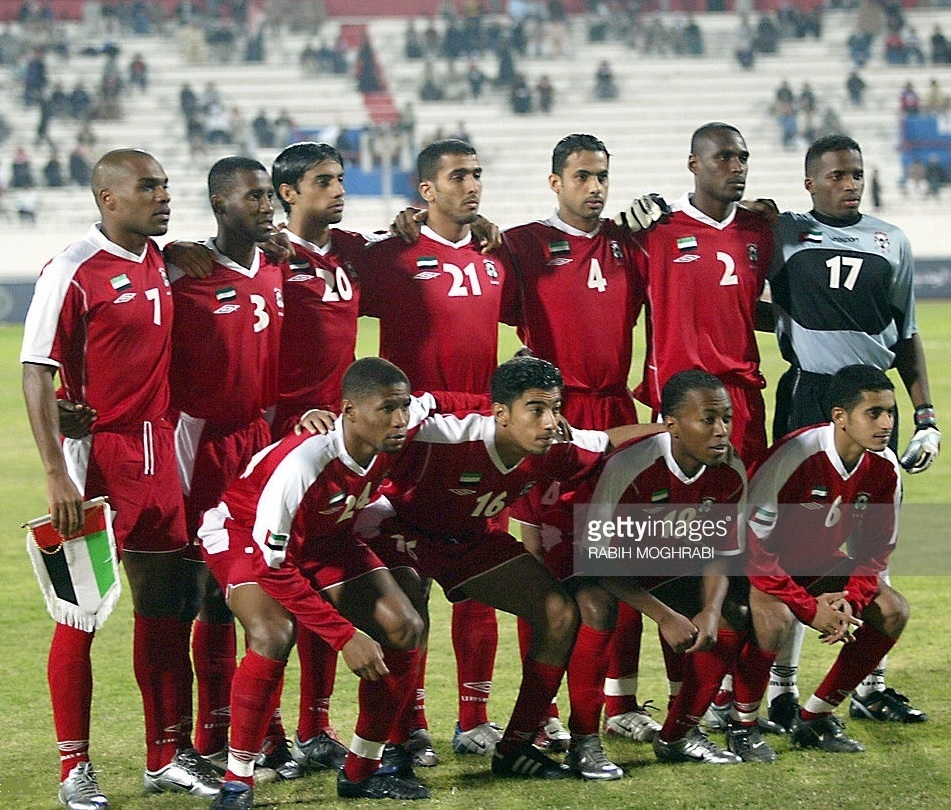 UAE-2002-03-UMBRO-away-kit-red-red-red-line-up.jpg