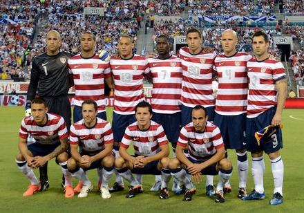 USA-12-13-NIKE-home-kit-stripe-navy-white-line-up.JPG